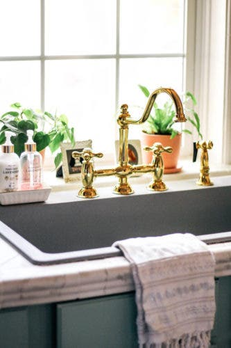Why Is the Bridge Faucet and Farmhouse Sink a Great Kitchen ...