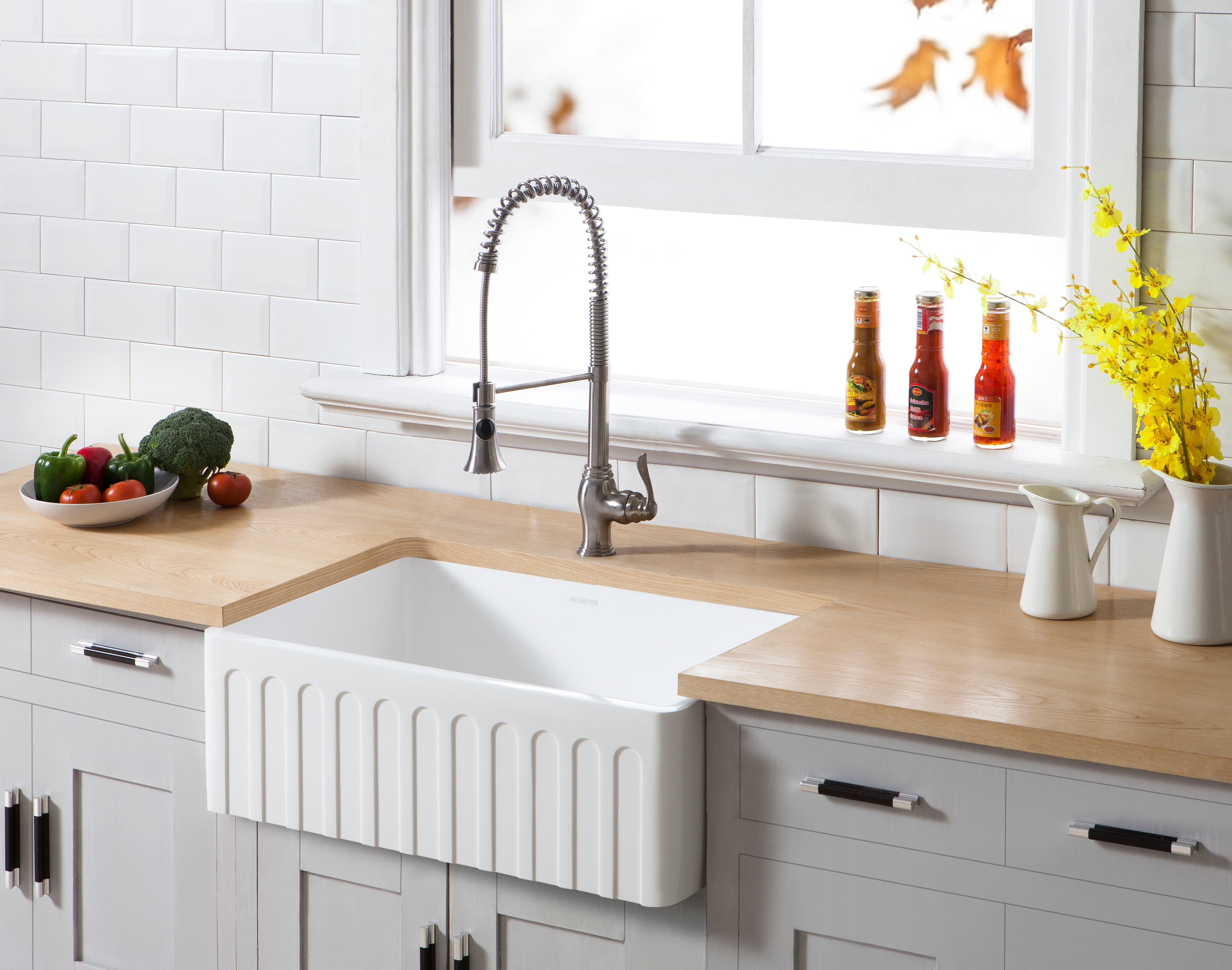 The Gourmetier Farmhouse Kitchen Sink Meshes Durability with ...